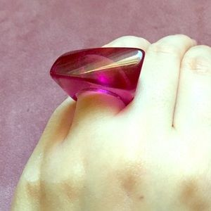 Vintage pink lucite acrylic plastic geometric ring
